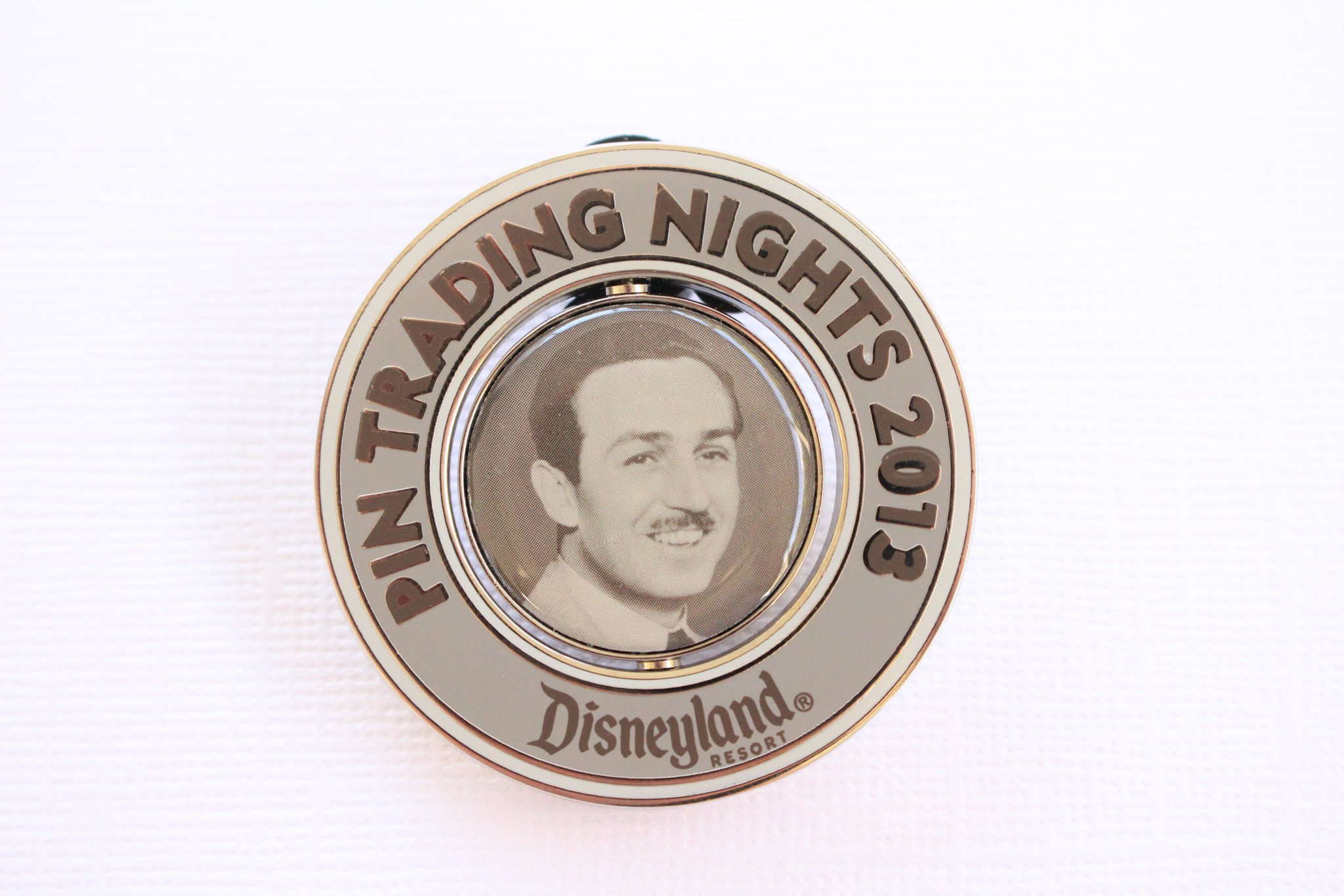 Walt Disney - Pin Trading Nights